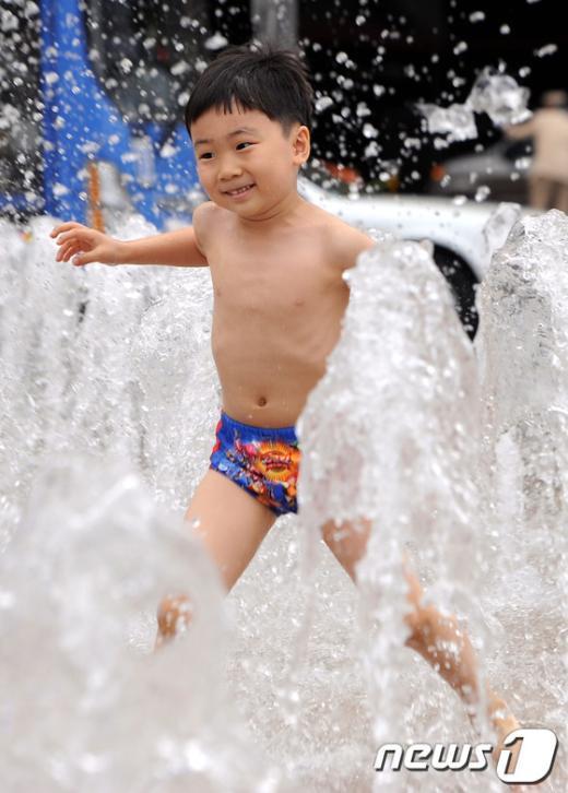 [사진]더위엔 물놀이!