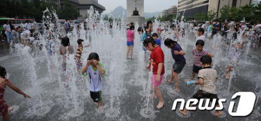 [사진]물놀이의 메카, 광화문 광장