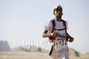 ↑베두윈 운전기사가 대회기간 중 레이스에 참여했다. 그의 이름은 Musa. 모세의 아랍 이름이다. 3200년전 모세는 어떤 모습이었을까.(사진제공: Racing The Planet)