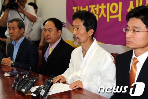 [사진]혁신비대위회의 모두발언하는 강기갑 위원장