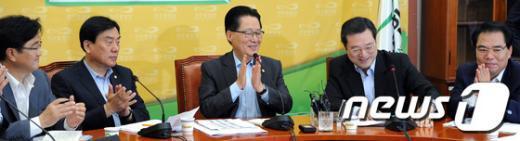 [사진]'이용섭 정책위의장 유임을 축하합니다'