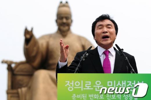 [사진]손학규, 세종대왕 앞에서 출마선언