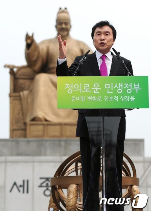 [사진]대선 출마 선언하는 손학규 상임고문