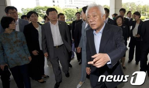 [사진]민주통합당 항의방문 왔습니다!