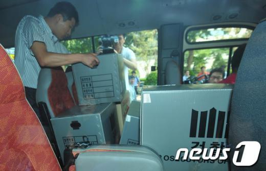 [사진]검찰 차량 가득한 압수물품