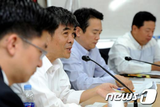 [사진]새누리당 경제민주화실천모임 참석한 김기원 교수