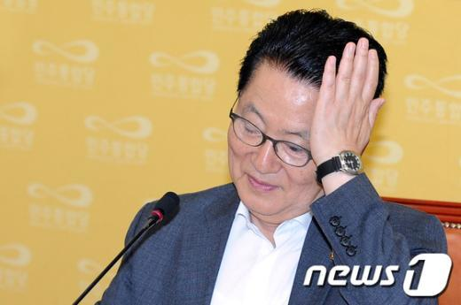 [사진]생각에 잠긴 박지원 원내대표