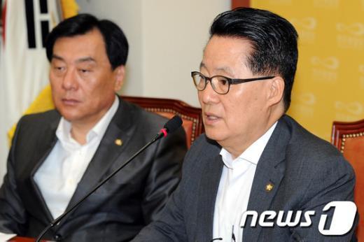 [사진]모두발언하는 박지원 원내대표