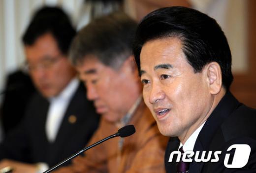 [사진]정동영 상임고문, '대선주자에게 듣는다' 초청간담회 참석
