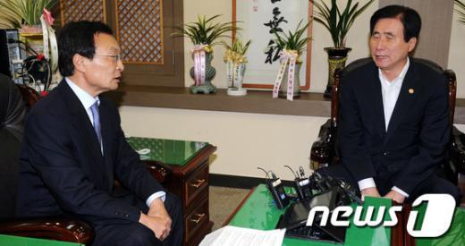 [사진]고흥길 장관 만난 이해찬 대표