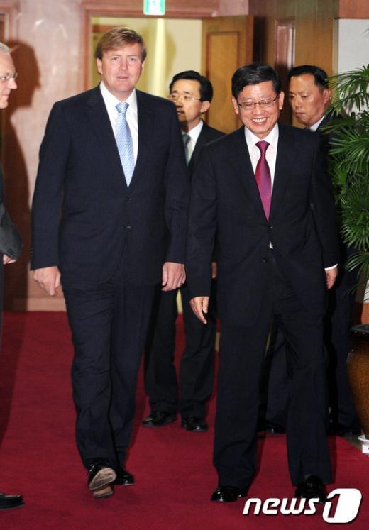 [사진]김황식 국무총리와 빌렘 알렉산드로 네덜란드 왕세자