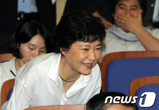 [사진]미소짓는 박근혜 전 위원장