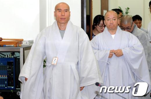 [사진]민주당 찾은 스님들