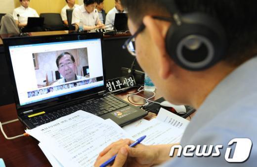 [사진]남미 순방중인 박원순 시장, 서울시 간부들과 영상회의