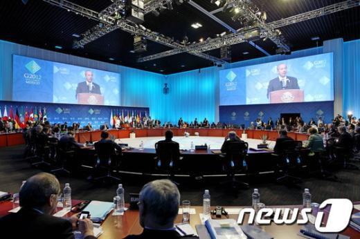 18일(현지시간) 멕시코 로스카보스 컨벤션센터에서 열린 G20 정상회의에서 '세계경제와 정책공조'를 주제로 각국의 정상들이 1차 세션을 갖고 있다.(청와대 제공)2012.6.20/뉴스1  News1 오대일 기자