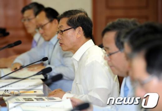 [사진]김황식 총리, 6.25전쟁 납북진상규명위원회의 주재