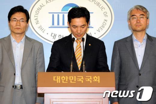 [사진]고개숙인 새누리당 당원명부 유출 사건 대책팀장