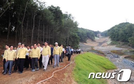 [사진]우면산 찾은 김황식 총리