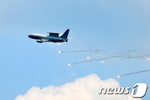 [사진]저고도 정찰 훈련 중인 E-737 피스아이