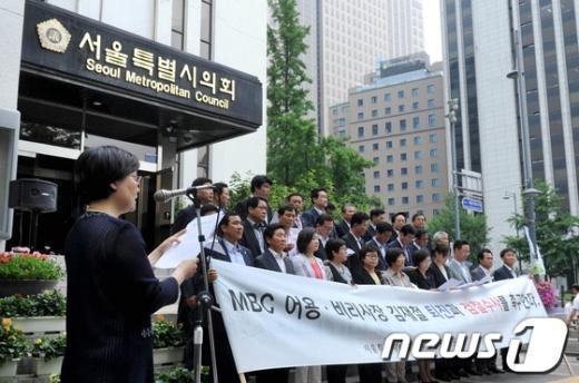[사진]성명서 낭독하는 김태희 대변인