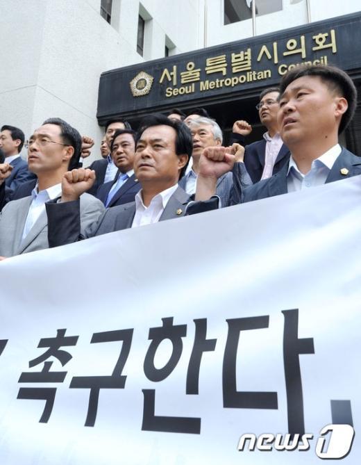 [사진]MBC 파업 장기화...검찰 수사 촉구하는 민주통합당 의원들