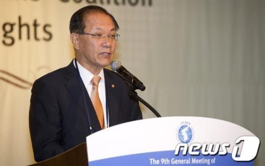 [사진]황우여 대표, 국제의원연맹 총회 인사말