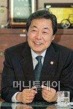 머니바이크 오픈 축하 소식 1. 맹형규 행안부장관