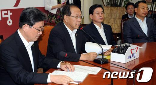 [사진]최고위회의 모두발언하는 황우여 대표