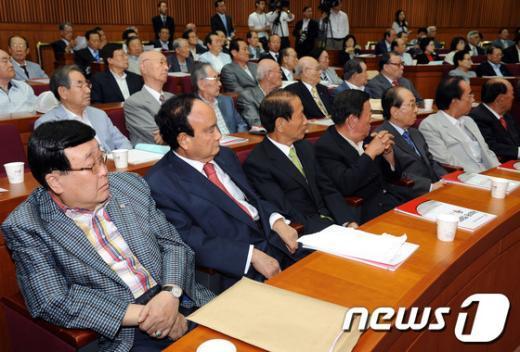 [사진]국회의원 연금제도 개선 토론회 참석한 헌정회 원로회원들