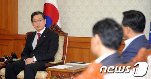 [사진]김황식 총리, 민주통합당 전남북 및 충남북 지역 국회의원 접견
