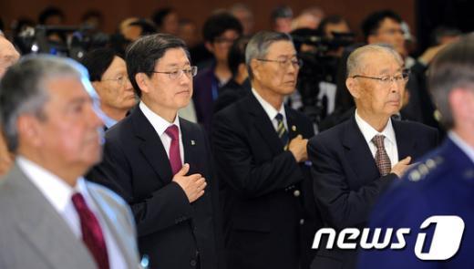[사진]6.25전쟁 62주년 참전유공자 위로연 참석한 김황식 총리