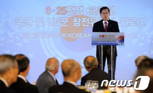 [사진]김황식 총리, 6.25전쟁 참전유공자 위로연 참석