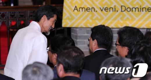 [사진]인사 나누는 강기갑 통합진보당 원내대표