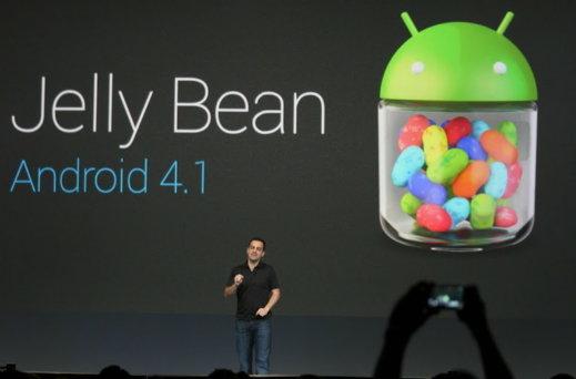↑휴고 바라 구글 안드로이드 제품 총괄 디렉터가 27일(현지시간) 미국 샌프란시스코에서 열린 '구글 I/O'에서 '젤리 빈'을 소개하고 있다. 사진=구글 플러스.