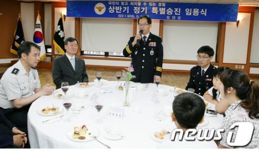 [사진]격려의 말하는 김기용 경찰청장
