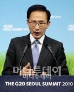 李대통령, 제2연평해전 10주년 기념식 참석