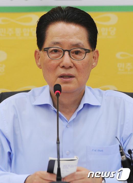 [사진]박지원 원내대표, 8개 상임위원장 발표