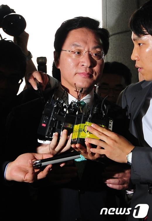 [사진]검찰 향하는 정두언 의원