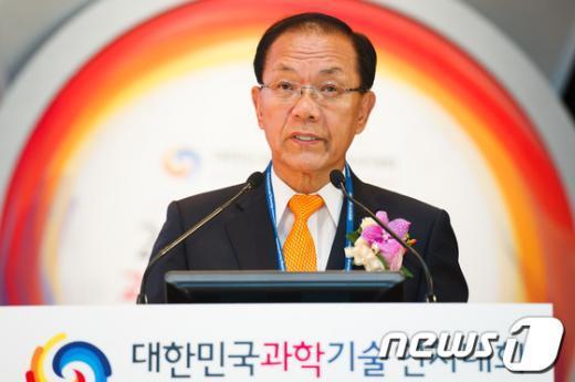 [사진]대한민국과학기술연차대회 참석한 황우여 대표