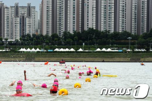 [사진]장애인수영 한강건너기대회