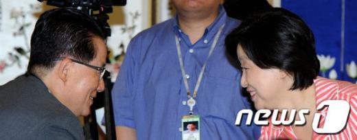 [사진]인사 나누는 박지원-심상정