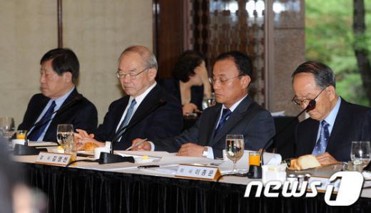 [사진]굳은표정의 서남표 카이스트 총장