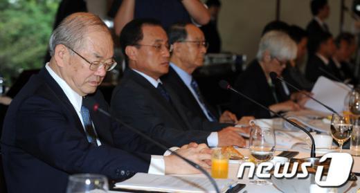 [사진]고개 숙인 서남표 총장