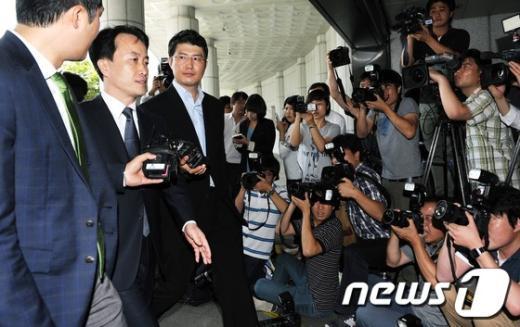 [사진]검찰 출두하는 '15년 MB 집사' 김희중