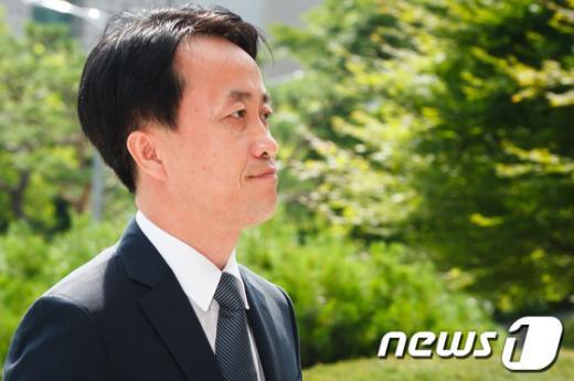 [사진]검찰 소환되는 'MB 집사' 김희중