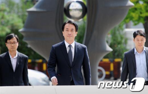 [사진]'MB 집사' 김희중, '진실의 눈' 아래
