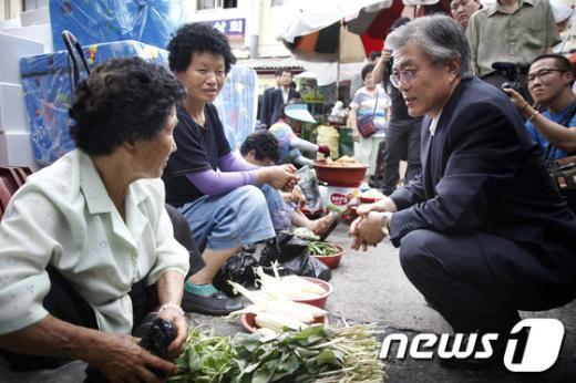 [사진]진주 중앙시장 찾은 문재인