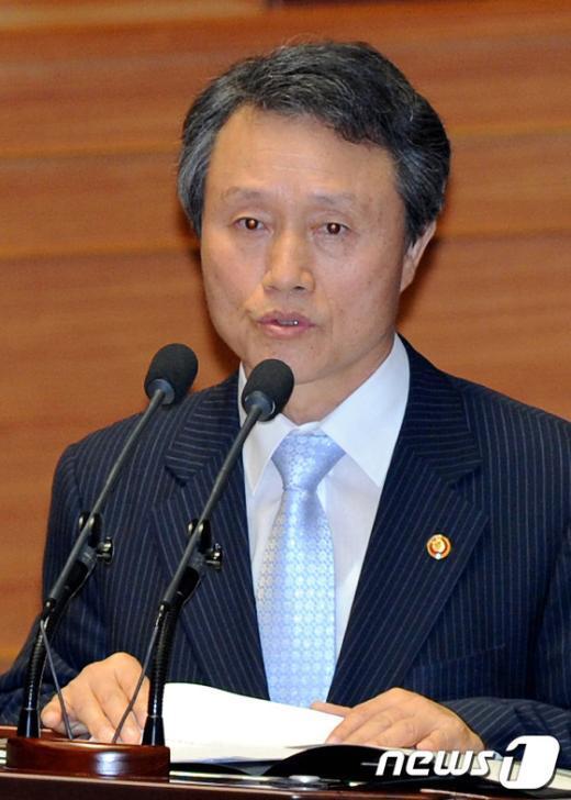 [사진]답변하는 권도엽 국토해양부 장관