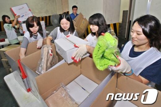 [사진]집중호우 대비 응급구호품 제작하는 대한적십자사