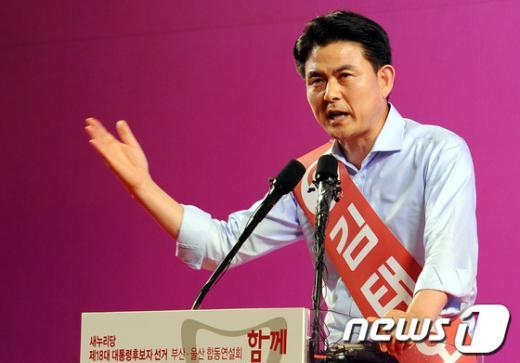 [사진]정견발표하는 김태호 후보